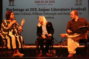festival-co-director-namita-gokhalemanaging-director-of-teamwork-arts-sanjoy-k-roywriter-festival-co-director-william-dalrymple-at-jlfs-2018-curtain-raise